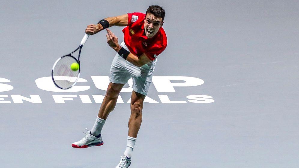 Foto: Roberto Bautista, durante su partido contra Andrey Rublev en la Copa Davis. (EFE)
