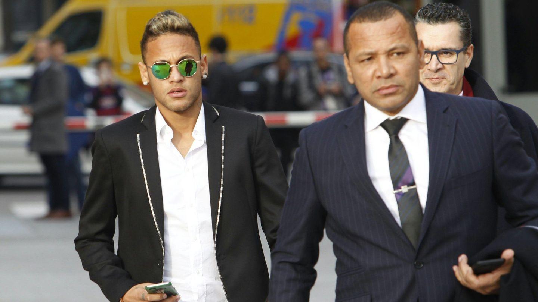 Neymar junto a su padre. (Cordon Press)