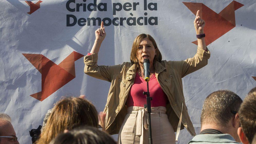 Foto: La presidenta del Parlamento de Cataluña, Carme Forcadell, da inicio a la 'Maratón por la democracia'. (EFE)