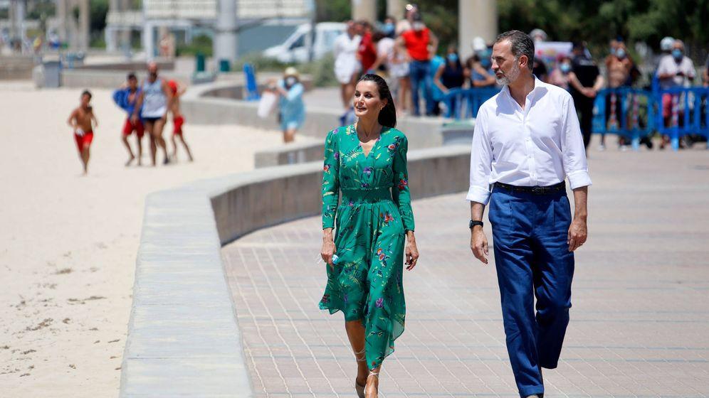 Foto: Los Reyes, paseando por Mallorca. (Getty)