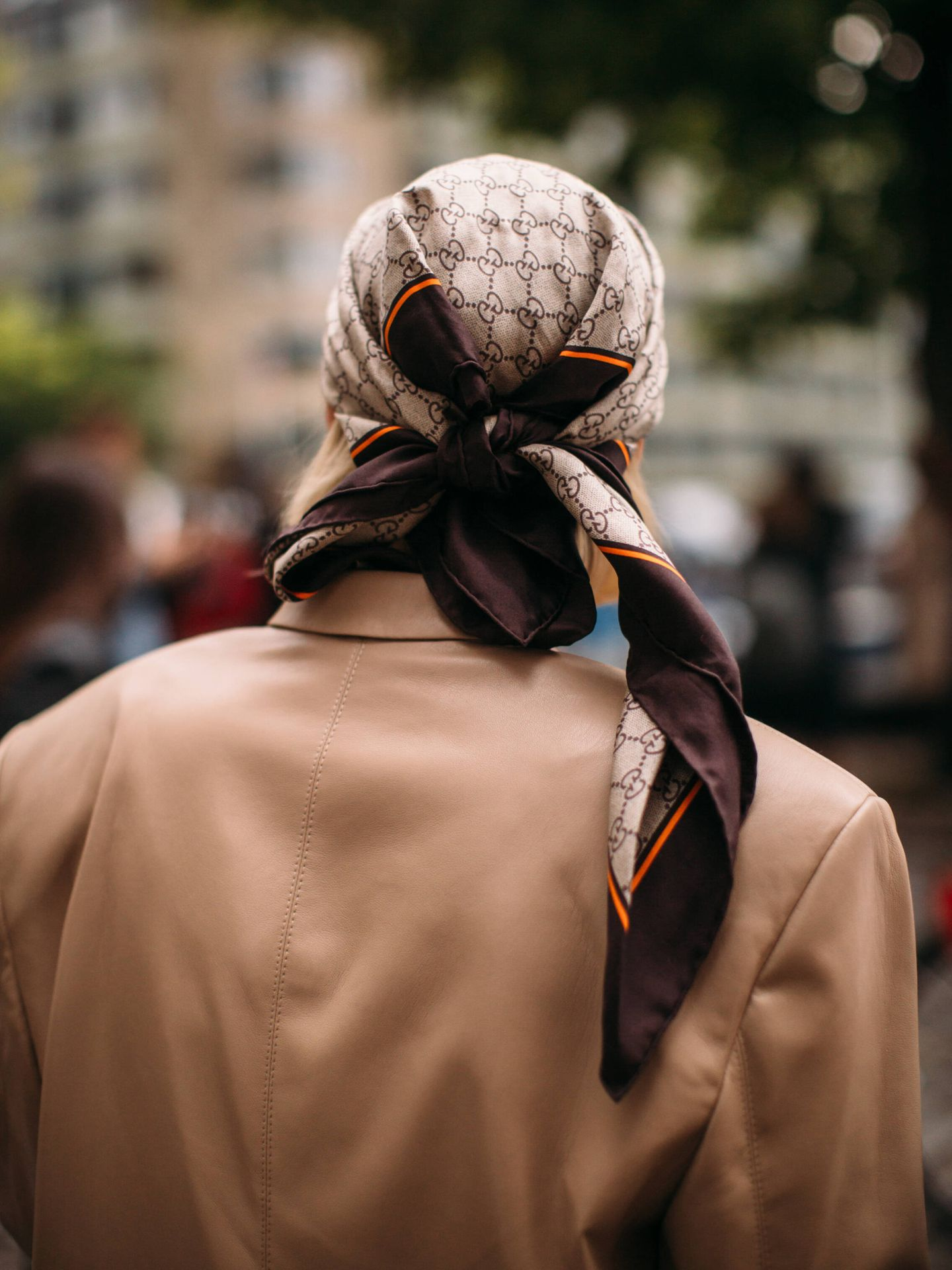 El pañuelo es el accesorio de la temporada. (Imaxtree)