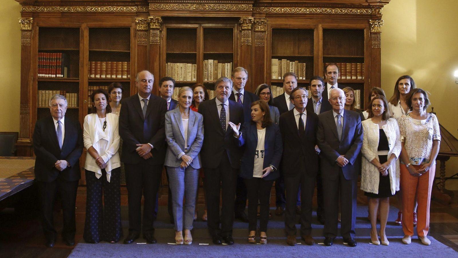 Foto: La presidenta de la Comunidad de Madrid, Cristina Cifuentes, y otras personalidades en la presentación del Centenario Cervantes. (EFE)