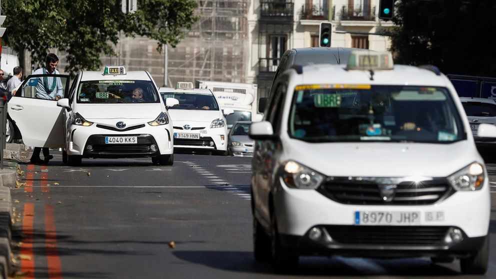 Un conductor de VTC amenaza aun taxista en Madrid: Te rajo el cuello