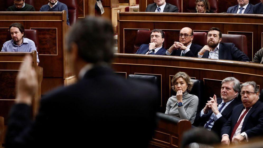 Foto: El portavoz del grupo popular en el Congreso Rafael Hernando, durante su intervención en el pleno del Congreso en el debate sobre la prisión permanente revisable. (EFE)