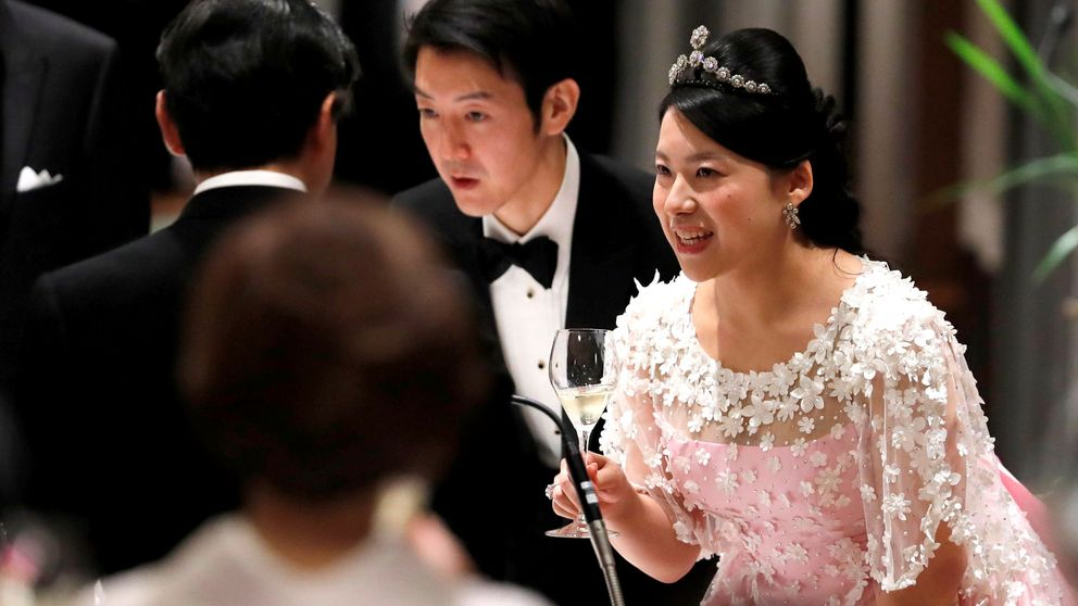 Ayako de Japón luce un look occidental para recibir a NaruhitoyMasako