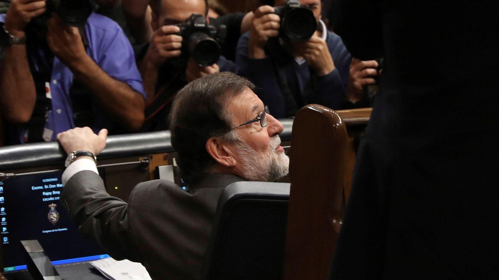 Foto: El presidente del Gobierno, Mariano Rajoy, a su llegada al hemiciclo del Congreso de los Diputados. (EFE)