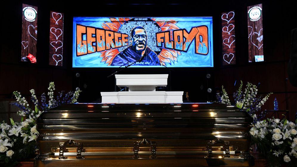 Foto: El ataúd de George Floyd, durante la ceremonia. (Reuters)