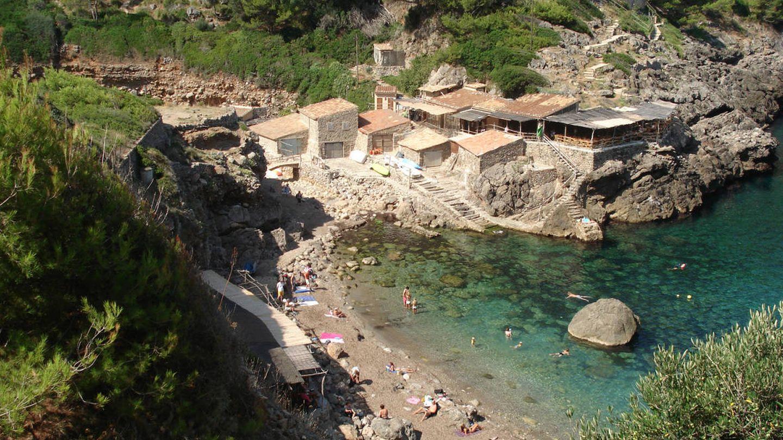 Deià también tiene mar y calas entre los acantilados. (Sa Pedrissa)