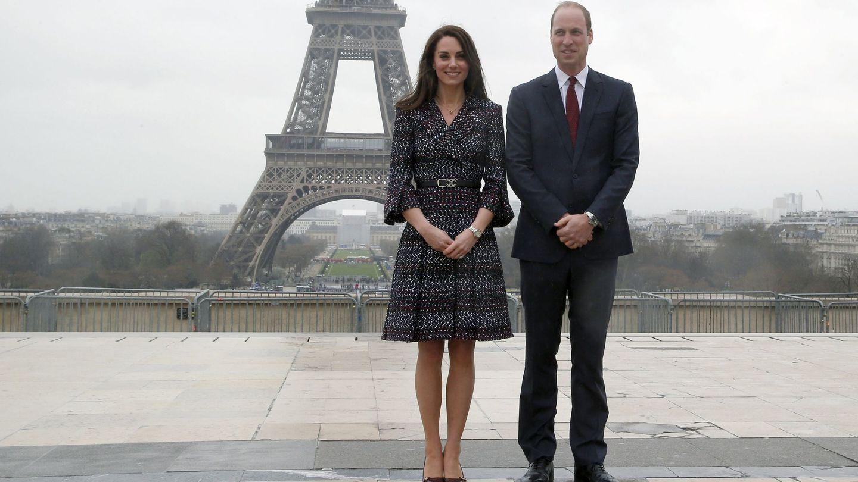 La duquesa con su vestido de Chanel. (EFE)
