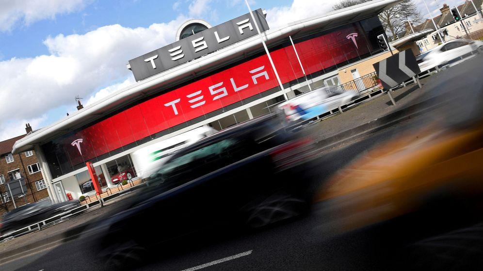 Foto: Un concesionario de Tesla en Londres. (Reuters)