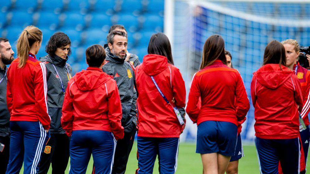 Foto: Jorge Vilda da las últimas instrucciones antes del estreno en el Mundial ante Sudáfrica. (EFE)