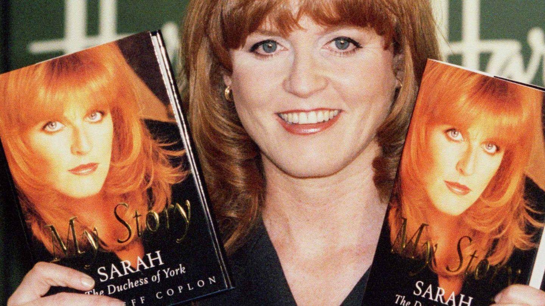 Sarah Ferguson, con su primer libro. (Reuters)