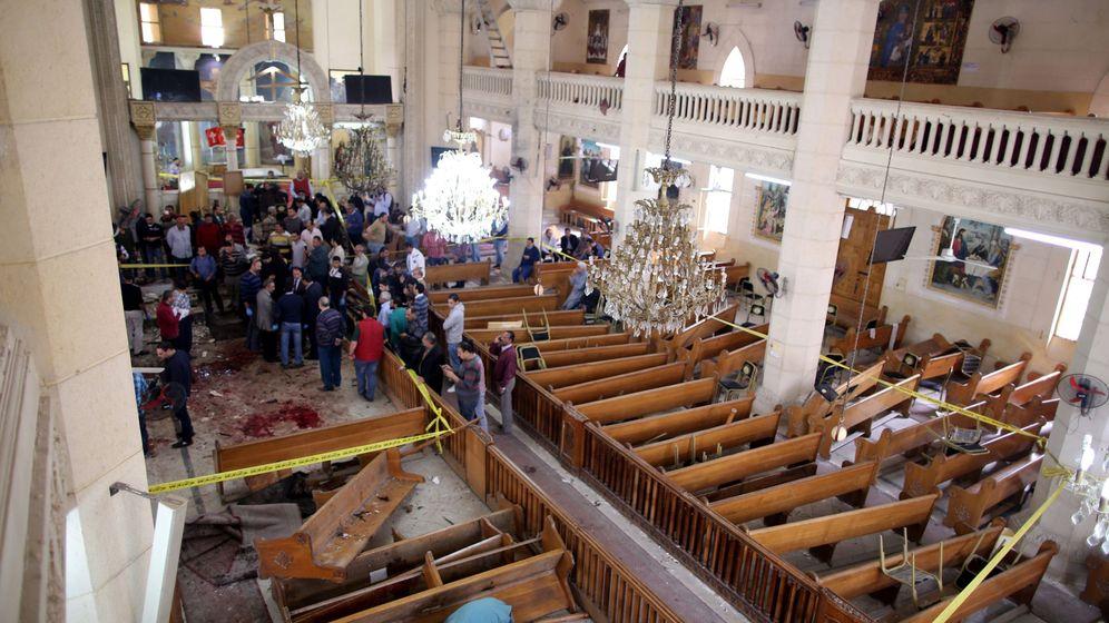 Foto: Así ha quedado la iglesia de Tanta tras el atentado. (EFE)