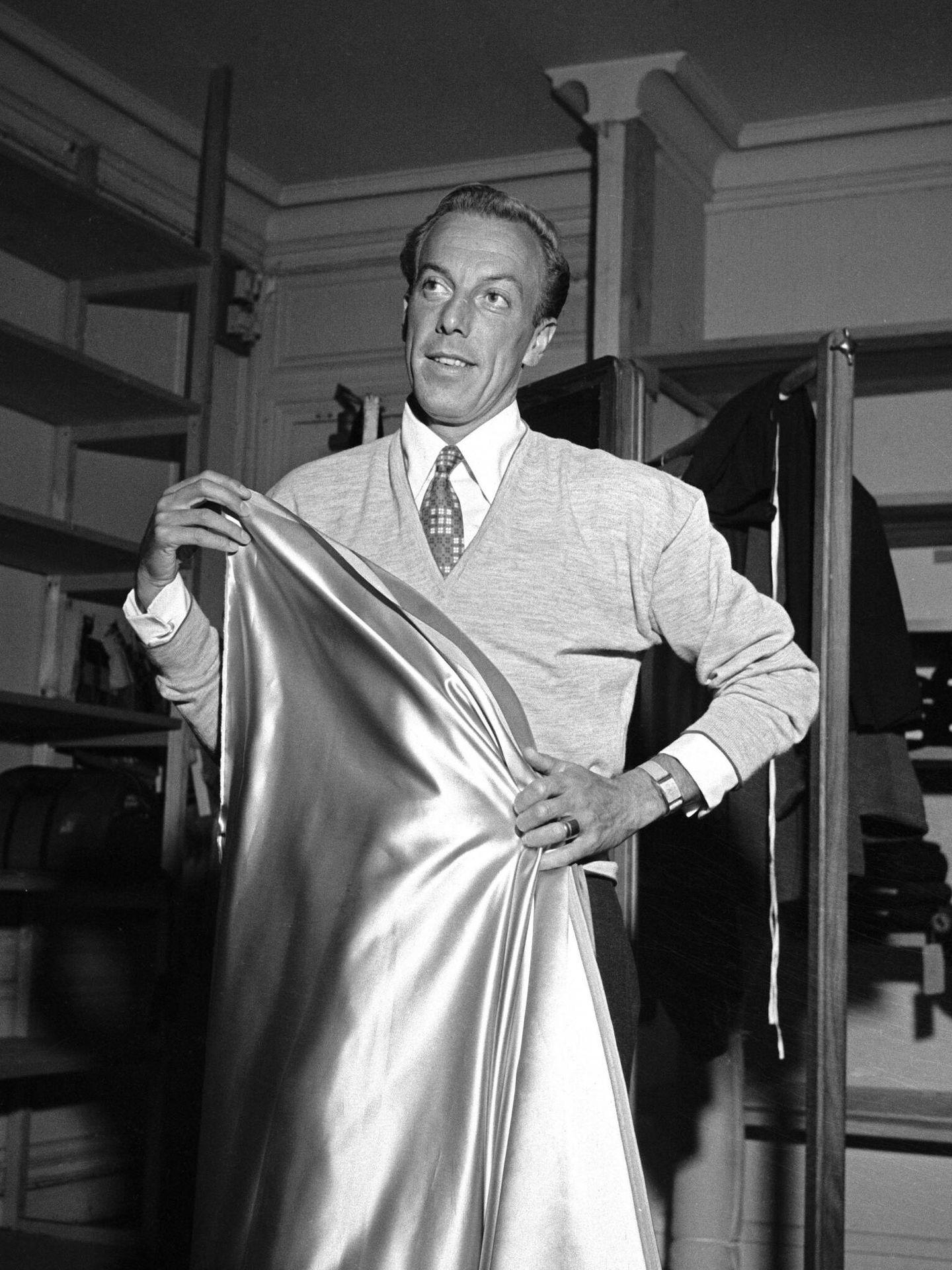 El diseñador francés Jacques Fath, en 1950. (Cordon Press)