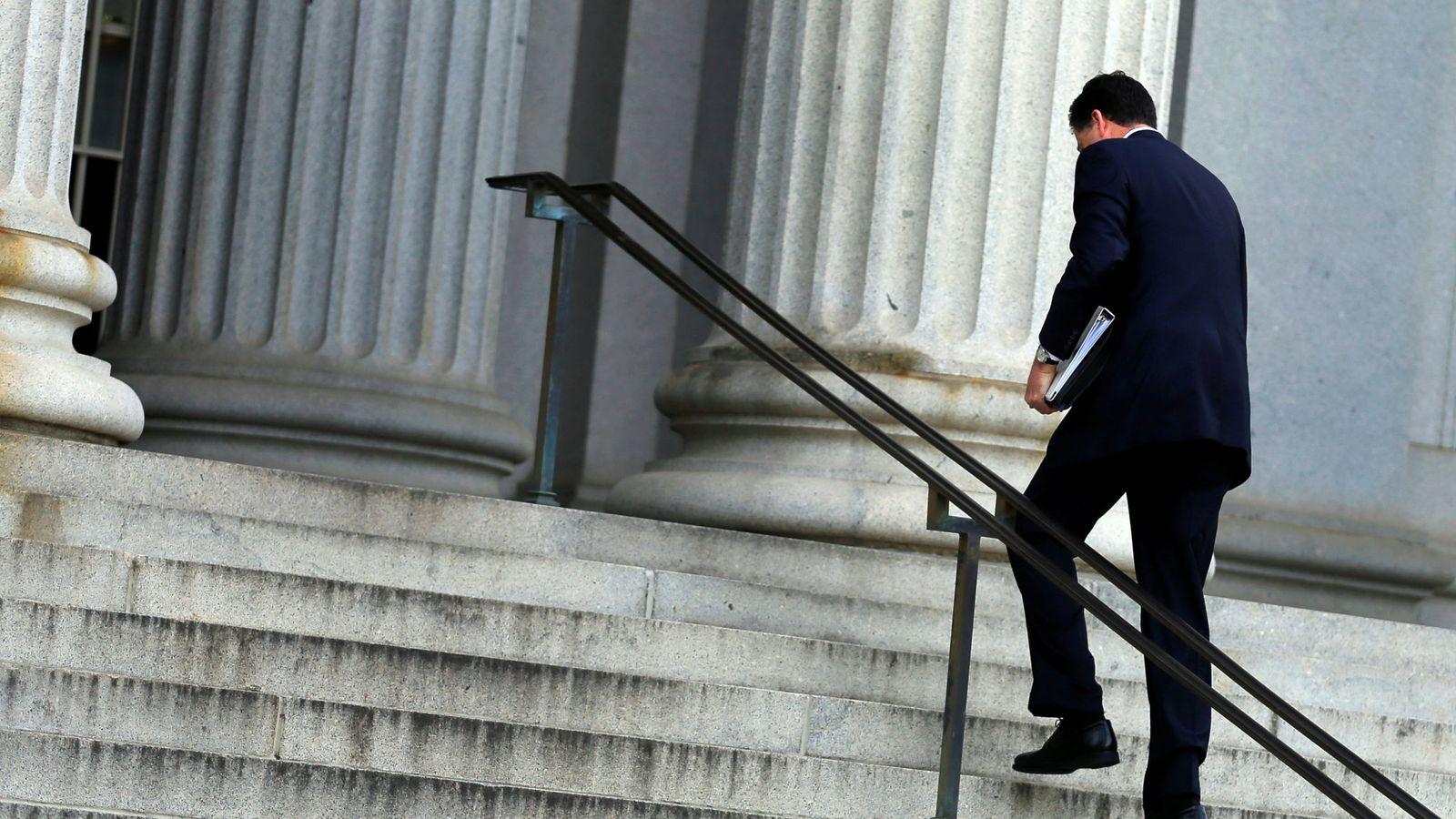 Foto: El director del FBI James Comey llega a una reunión con Obama en el Despartamento del Tesoro, el 14 de junio de 2016 (Reuters)
