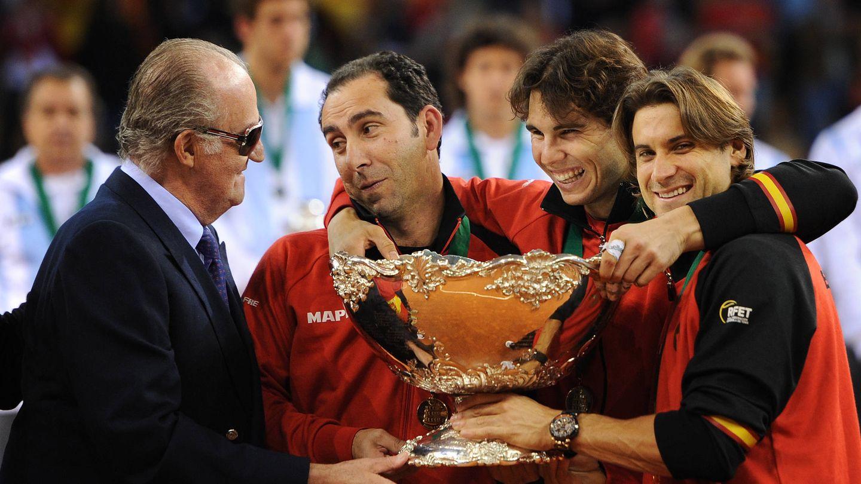 El rey Juan Carlos, junto a un joven Rafa Nadal. (Getty)
