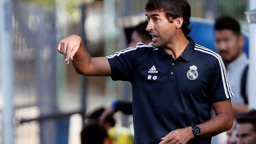 Foto: Raúl González Blanco, dirigiendo al cadete B del Real Madrid. (EFE)