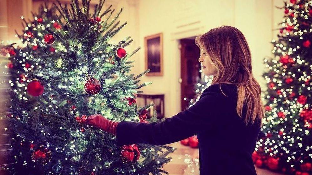 Foto: Melania Trump con su árbol. (Instagram)
