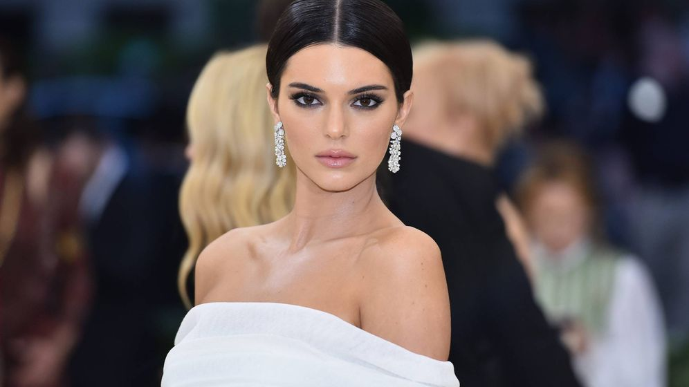 Foto: Kendall Jenner luce un diseño de Off-White idéntico a los que vende Fashion Nova. (Cordon Press)