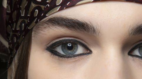 Harta de pintarte la raya del ojo en verano: apúntate al microblading eyeliner