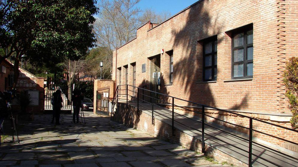 Foto: Vista del exterior del Centro Municipal de Mayores de la localidad madrileña de Valdemoro (EFE)