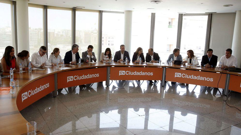 Foto: El líder de Ciudadanos, Albert Rivera (6i), presidió la reunión de la ejecutiva de su partido en Madrid para analizar los resultados de las elecciones del 26-J. (EFE)