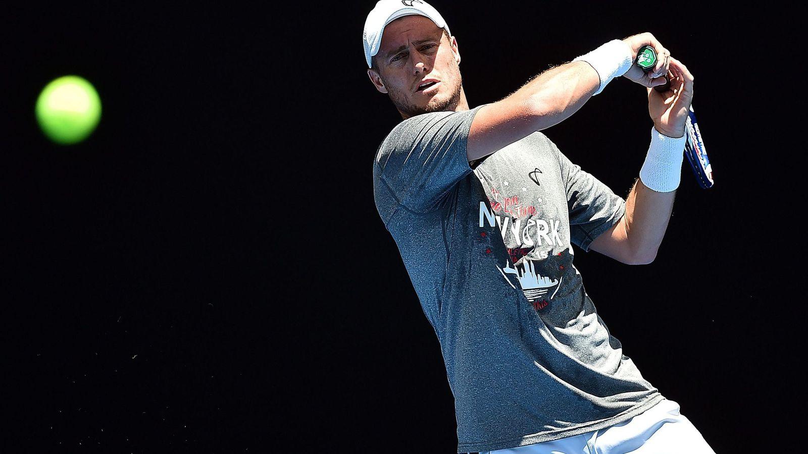 Foto: Lleyton Hewitt dando sus últimos raquetazos en Melbourne.