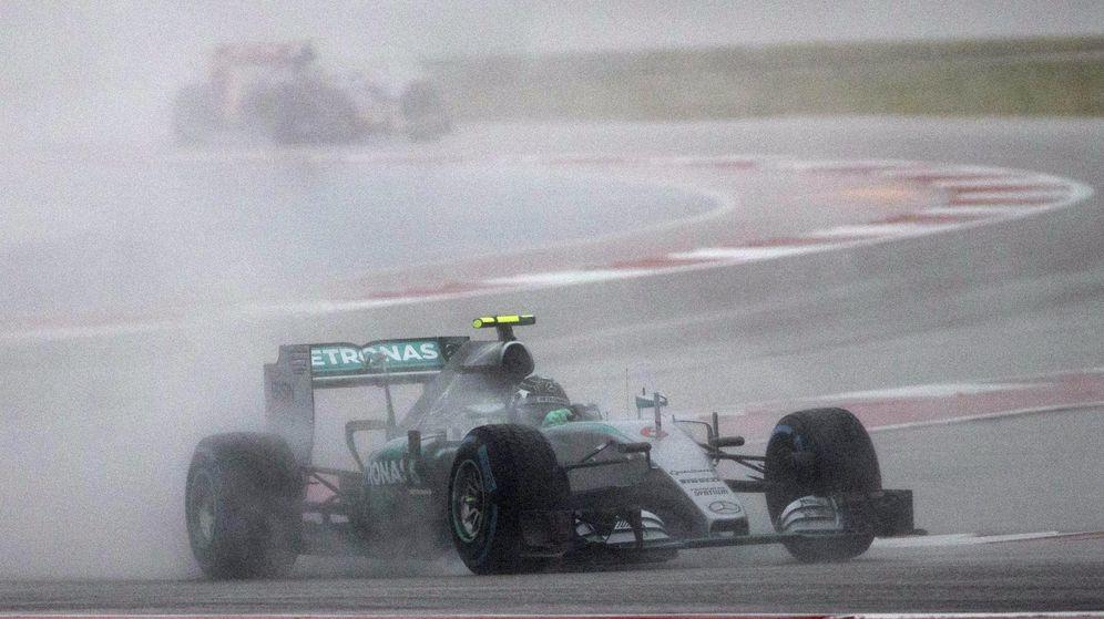 Foto: Rosberg con los neumáticos de lluvia esta temporada (Reuters)