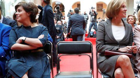 Cospedal y Santamaría exhiben sus poderes: una el partido, la otra rodeada de medios