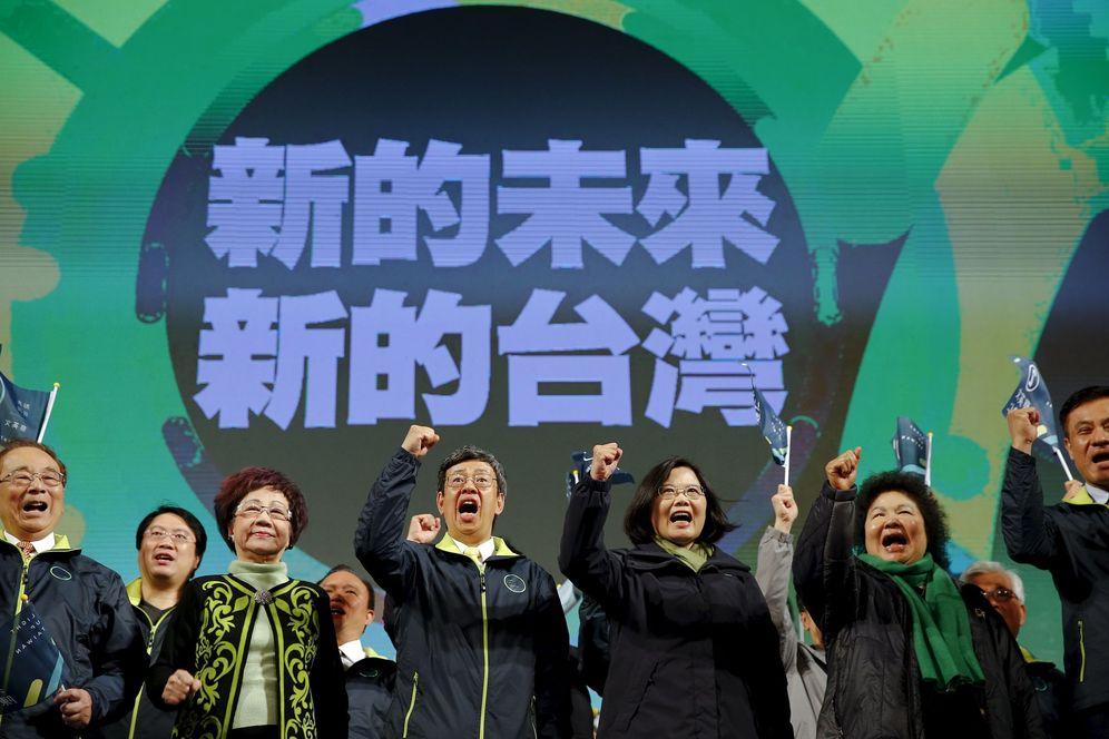 Foto: Tsai Ing Weng celebra la victoria electoral en la sede del Partido Democrático Progresista el 16 de enero de 2016. (Reuters)