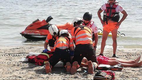 Un socorrista es agredido por multar a una embarcación que se metió en la playa