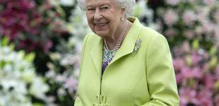 Post de La botella de ginebra de Isabel II y el inimaginable uso que hace de ella