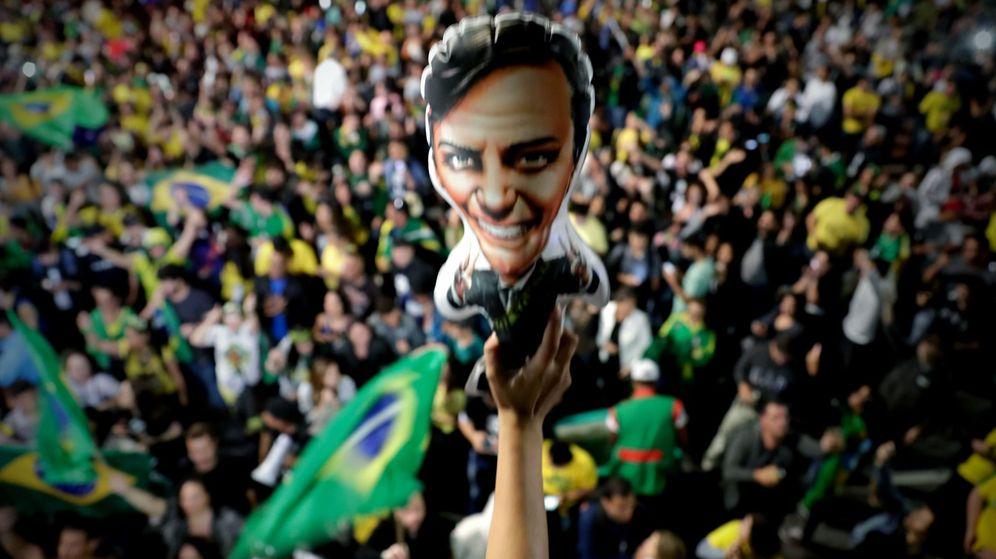 Foto: Simpatizantes de Jair Bolsonaro celebran su victoria. (EFE)