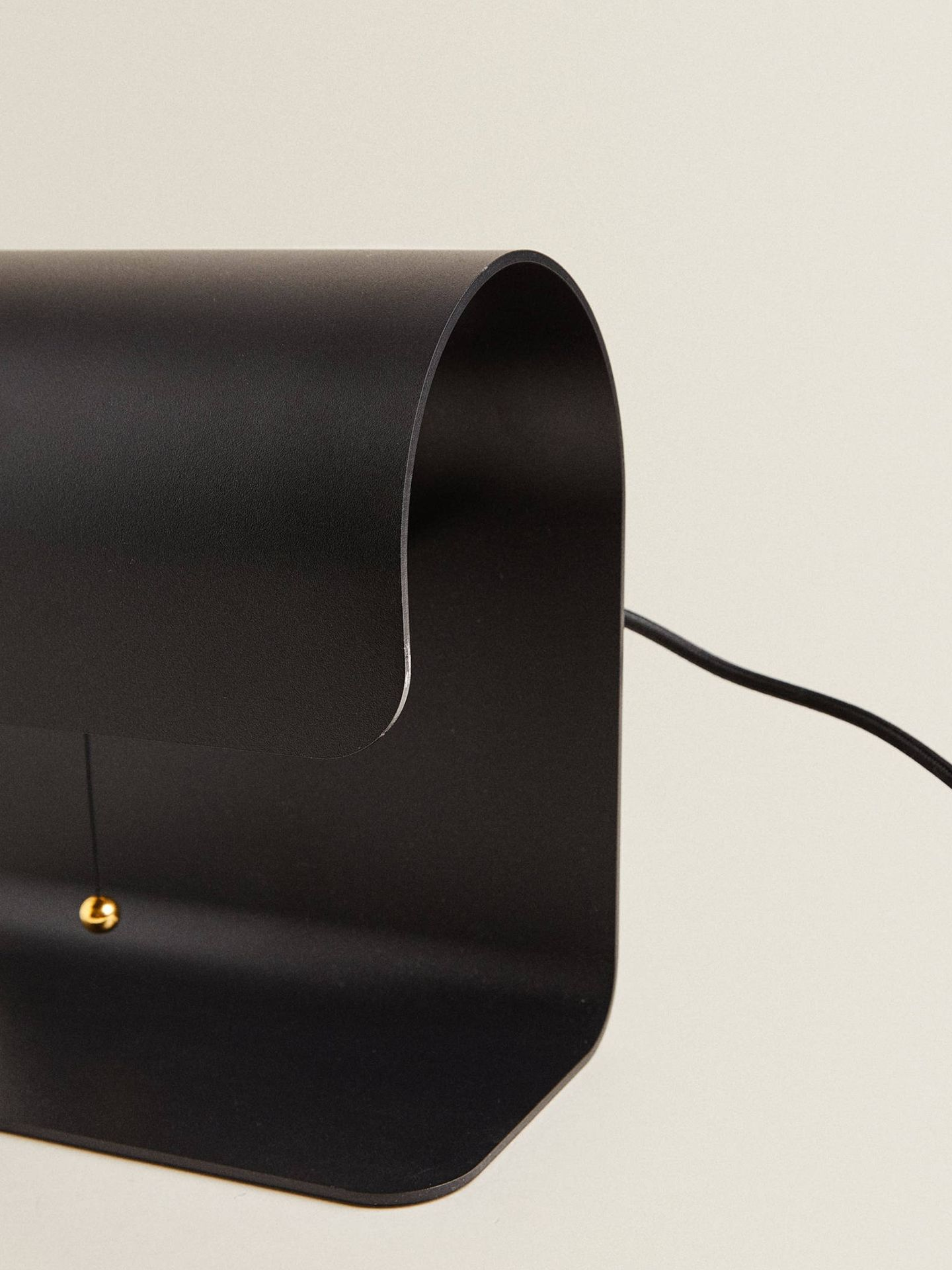 Lámpara de Zara Home. (Cortesía)