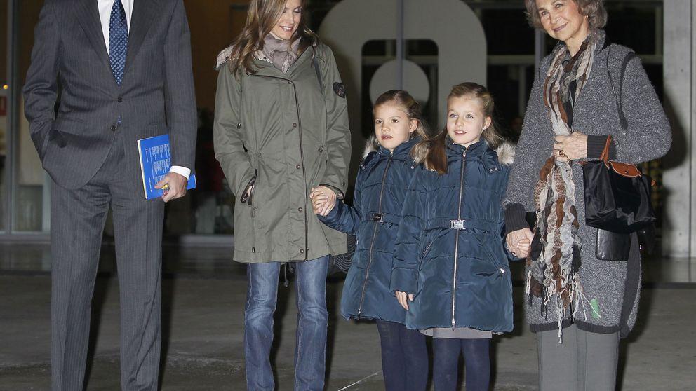 Los Reyes, sus hijas y Doña Sofía se escapan al Teatro de la Zarzuela