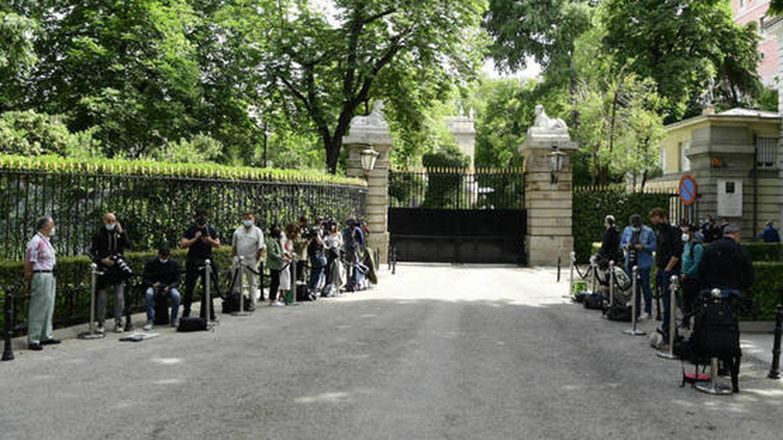Periodistas y fotógrafos a la entrada del Palacio de Liria. (Limited Pictures)