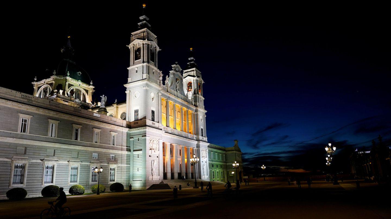 La catedral de la Almudena, en el centro de Madrid, frente al patio de la Armería del Palacio Real, el pasado 25 de octubre. (Reuters)
