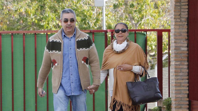 Foto: Isabel Pantoja junto a su hermano Agustín a su salida de la cárcel (Gtres)