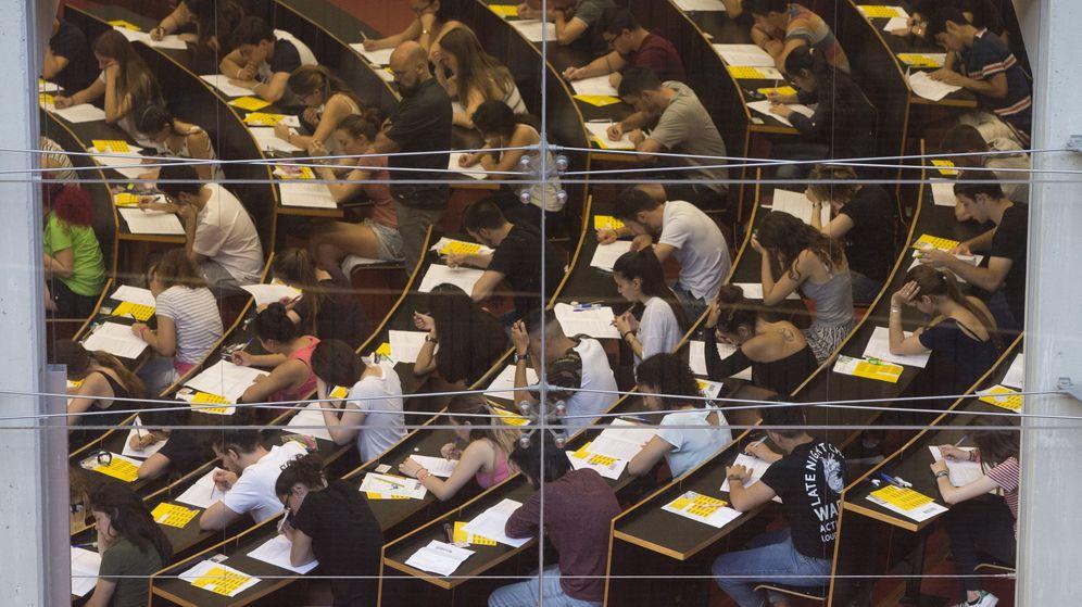 Foto: Selectividad de 2017 en la Universidad Pompeu Fabra de Barcelona. (EFE)