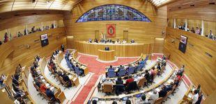 Post de El Parlamento gallego impone el 'decoro' para evitar camisetas con lemas políticos