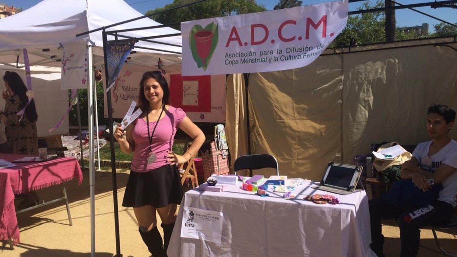 Foto: La Asociación para la Difusión de la Copa Menstrual en la Fira de la Terra de Barcelona. (ADCM)