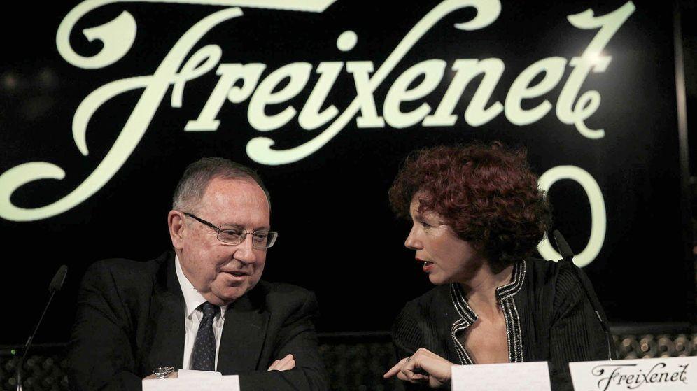 Foto: El presidente de Freixenet, Jose Luis Bonet (i), y directora de cine Icíar Bollaín (d), durante la presentación del anuncio de Navidad 2013 (Efe)