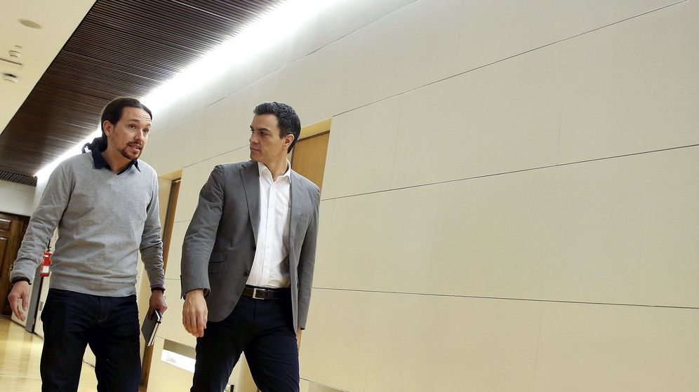 Foto: El secretario general del PSOE, Pedro Sánchez, y el líder de Podemos, Pablo Iglesias. (Efe)