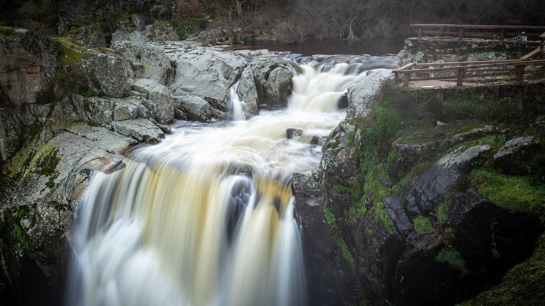 Cascada del Pozo de los Humos, en Salamanca, como parte del sendero de los Arribes del Duero. (iStock)