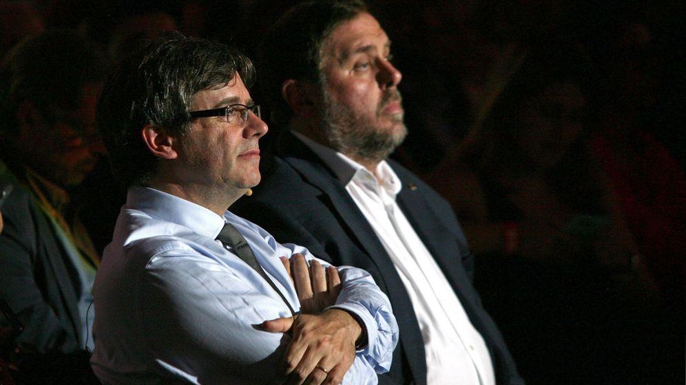 Foto: El 'president' de la Generalitat, Carles Puigdemont, y el 'vicepresident', Oriol Junqueras. (EFE)