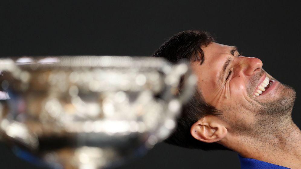 Foto: Djokovic ríe tras la consecución del Abierto de Australia. (Reuters)