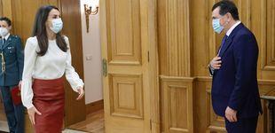 Post de La reina Letizia versiona (con éxito) uno de sus looks más alabados 7 años después