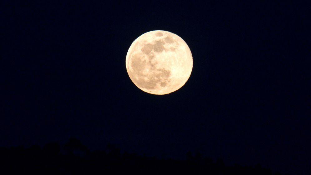 Foto: La superluna sobre Galicia. (El Confidencial)