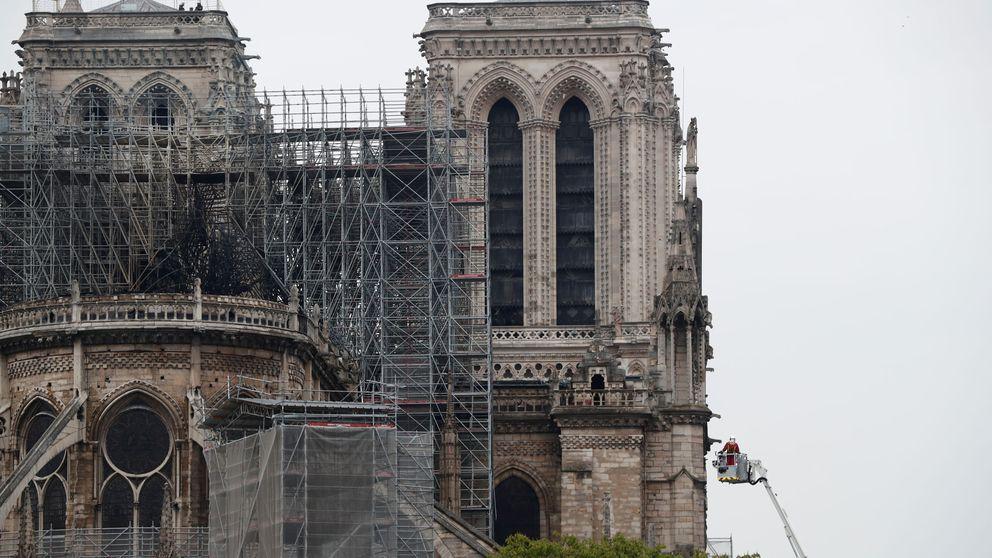 La estructura de Notre Dame permanece casi intacta y las dos torres se han salvado del fuego