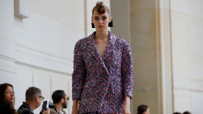 Traje de tweed de la última colección de Chanel. (Reuters)
